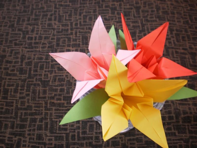 hacer flor lilio de papel