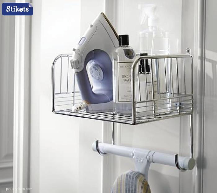 Cómo organizar el lavadero.-Colgador-con-estante-para-plancha